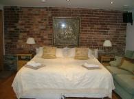 Billys-Bothy-6th-annex-bedroom-with-en-suite-shower