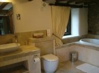 Hillside-Croft-Master-bathroom